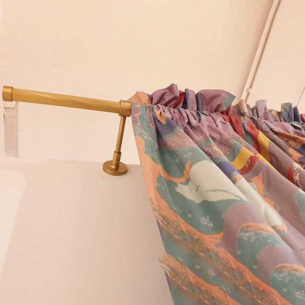 fensterdeko deko schal vorhang gardine gemustert abstrakt mehrfarbig gardinenstange sensa einrichtungen muenster